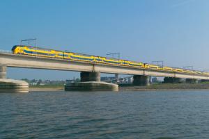 NS trein op brug